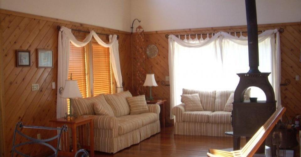 living_room_lg_cabin_2